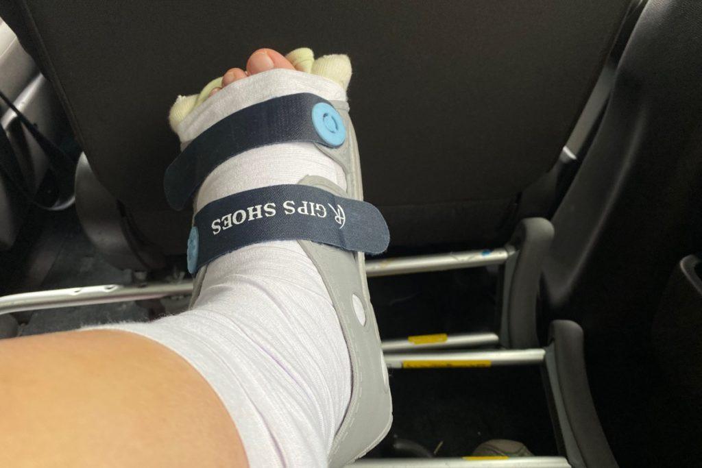 左足の踵を骨折してギプス用のサンダルを買った