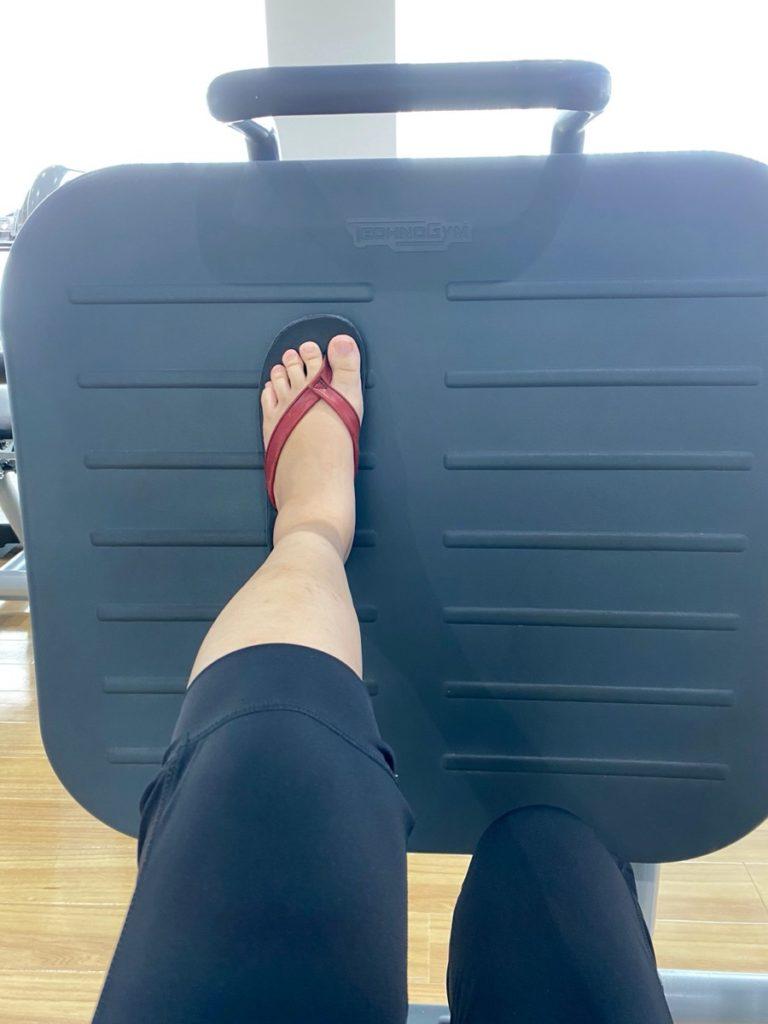 骨折リハビリとして、レッグプレス50kgを片足で行う